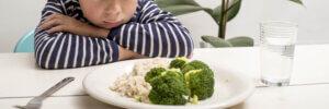Дитина погано їсть: причини і що робити